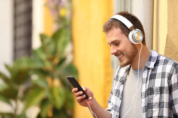 İşitme Kaybına Davetiye: Kulaklıklar
